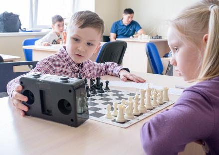 Изучит основы  шахматной игры